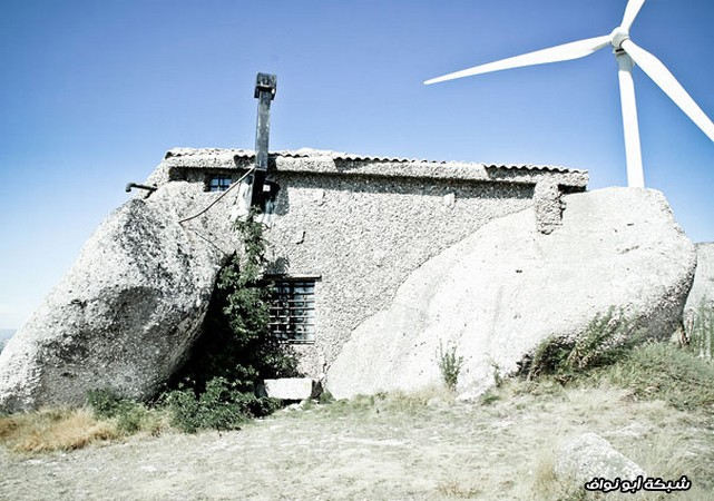 بيت حجري