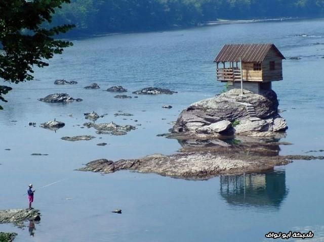 منزل في نهر