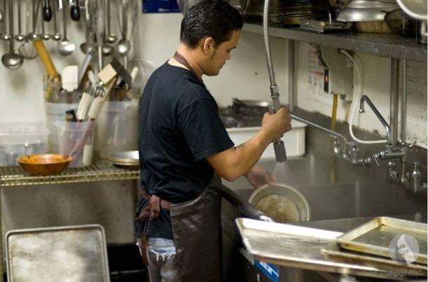 منظف الصحون في المطاعم