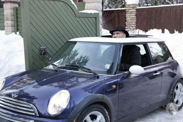 سيارة بين الثلوج
