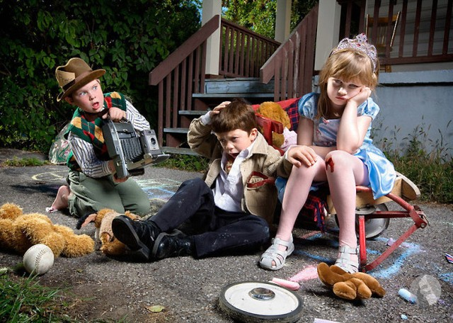 أطفال يمثلون الأحزان
