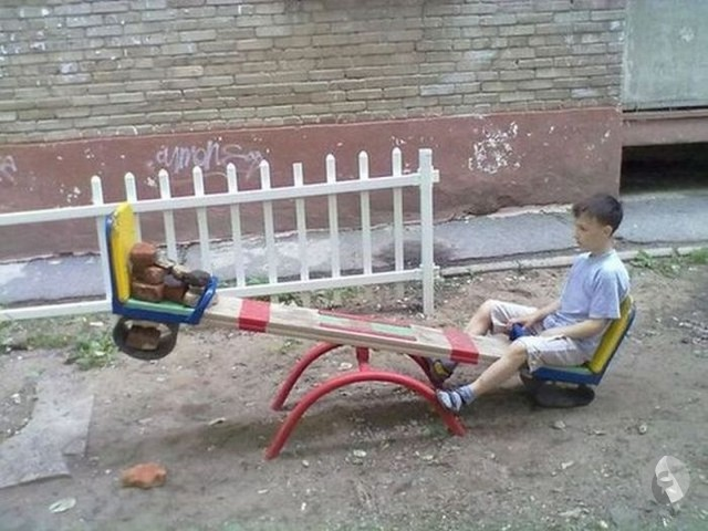 طفل يلعب