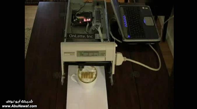 آلة طابعة للكتابة على وجه 2.jpg